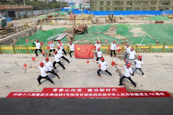 """国庆奋战津门最长最深地铁隧道的""""穿山甲"""""""