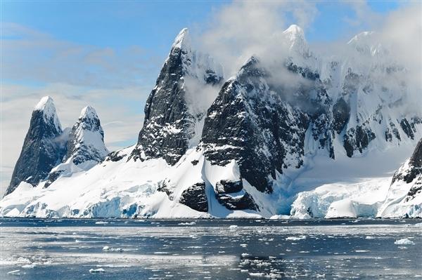南极冰川融化速度加剧:过去5年已将海平面抬升7.6mm