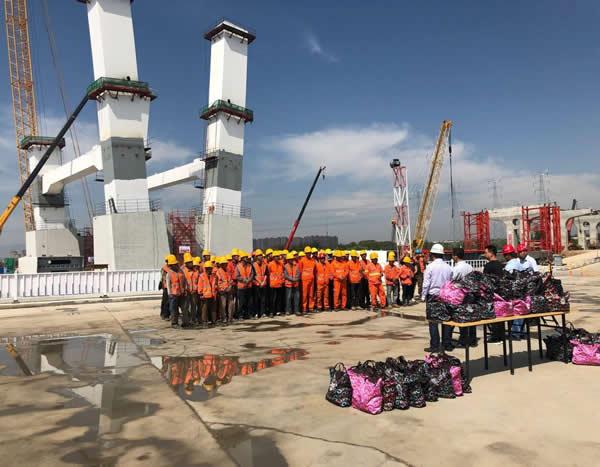 内蒙古自治区总工会领导慰问金盛路项目员工