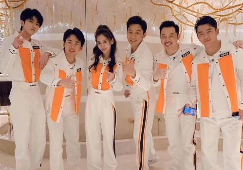《奔跑吧8》录制路透,全员换同样的衣服,唯独蔡徐坤与众不同